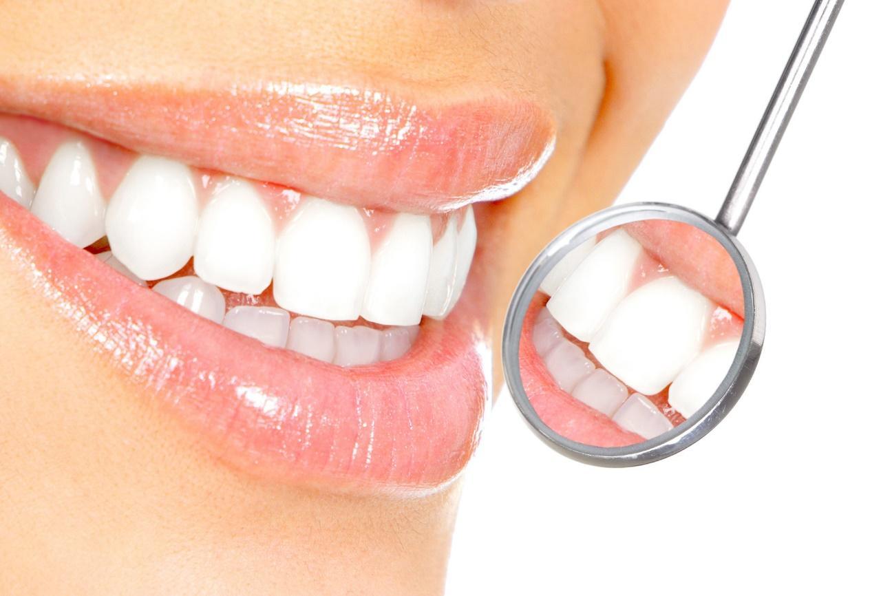 Além disso, é indispensável ir ao dentista regularmente, e não apenas quando o problema vier à tona.
